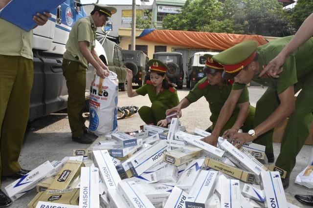 Số lượng lớn thuốc lá nhập ngoại vừa bị cơ quan chức năng Thanh Hóa bắt giữ.