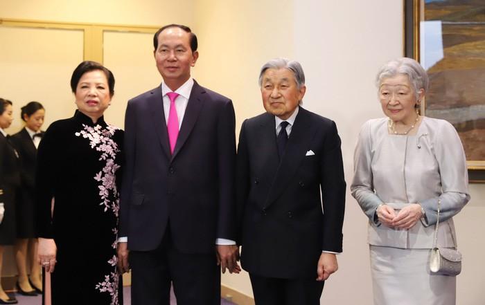 Chủ tịch Trần Đại Quang và phu nhân cùng Nhà vua, Hoàng hậu Nhật Bản tại Lễ kỷ niệm - Ảnh: Tuổi Trẻ Online