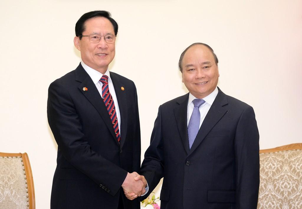 Thủ tướng Nguyễn Xuân Phúc và Bộ trưởng Quốc phòng Hàn Quốc Song Young-moo - Ảnh: VGP