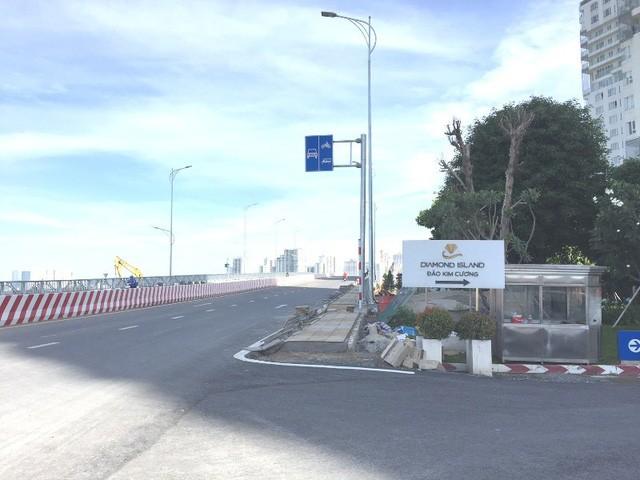 """Cây cầu bắc qua đảo Kim Cương (Quận 2) được thông xe cách đây chưa lâu nhưng đã khiến giá đất tại khu vực này """"nhảy múa"""" tưng bừng."""