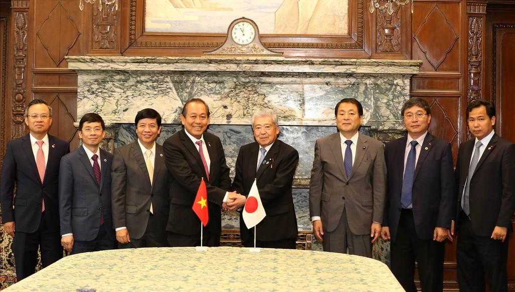 Phó Thủ tướng Trương Hòa Bình hội kiến Chủ tịch Thượng viện Nhật Bản Date Chuichi. Ảnh: VGP