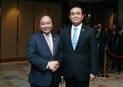 Thủ tướng Nguyễn Xuân Phúc và Thủ tướng Thái Lan Prayut Chan-o-cha. Ảnh: VGP