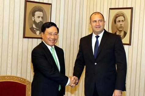 Phó Thủ tướng Phạm Bình Minh và Tổng thống Bulgaria Rumen Radev