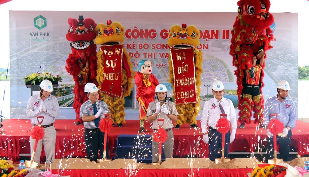 Khởi công giai đoạn II tuyến kè bờ sông Sài Gòn. Ảnh: Ngô Ngãi
