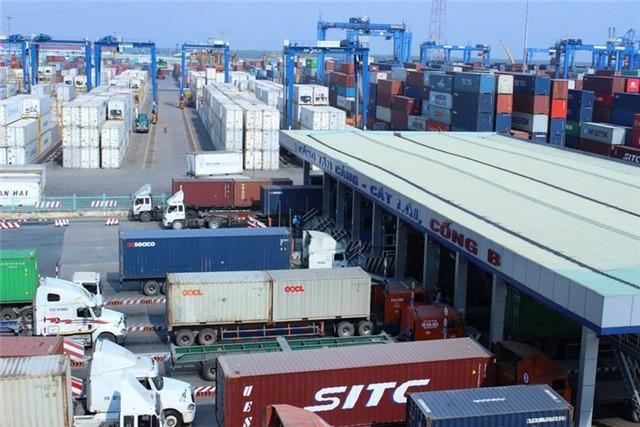 """Hàng ngàn container phế liệu """"vô chủ"""" đang là nỗi """"ám ảnh"""" đối với lực lượng hải quan tại TPHCM."""