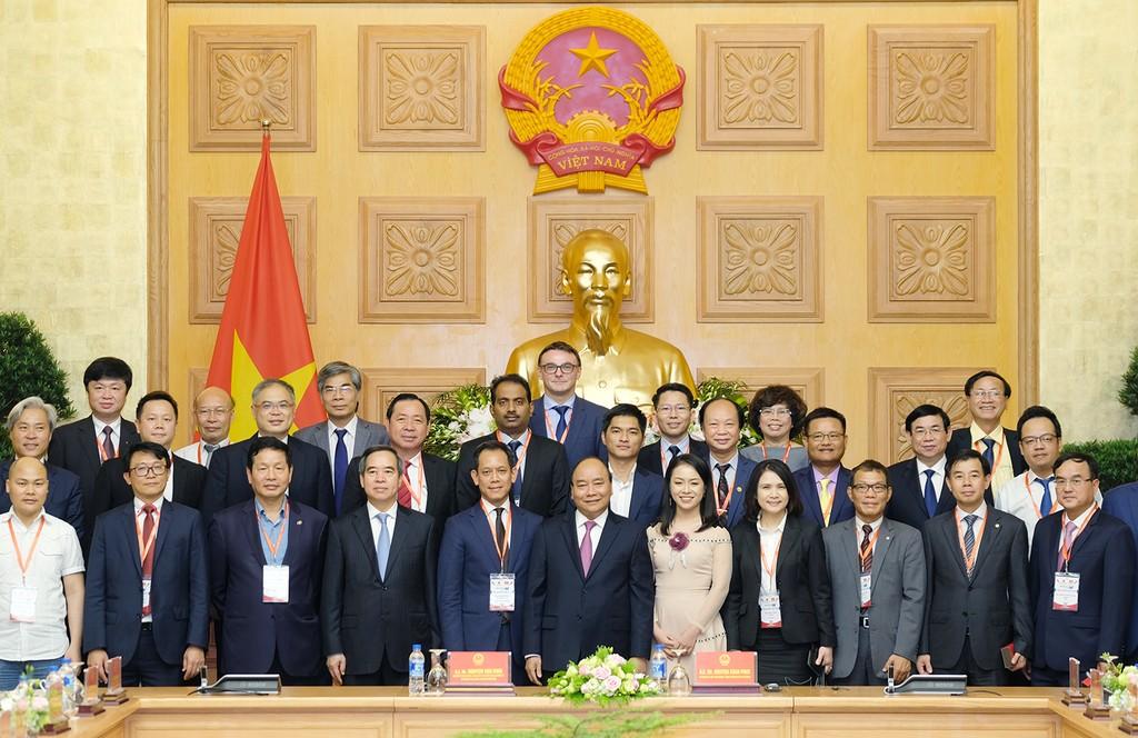 Thủ tướng gặp mặt các doanh nghiệp, diễn giả của Diễn đàn cấp cao về công nghiệp 4.0 - ảnh 2