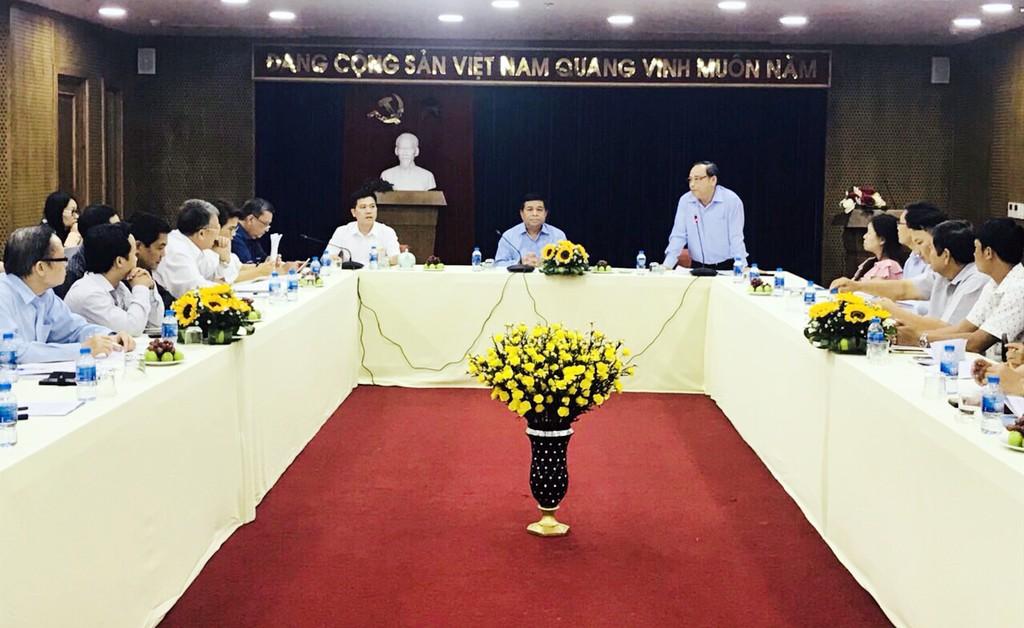 Bộ trưởng Nguyễn Chí Dũng trao đổi với các DN về những cơ hội, thách thức trong bối cảnh cuộc CMCN 4.0 đang diễn ra mạnh mẽ, nhất là tác động trong lĩnh vực nông nghiệp, nông thôn