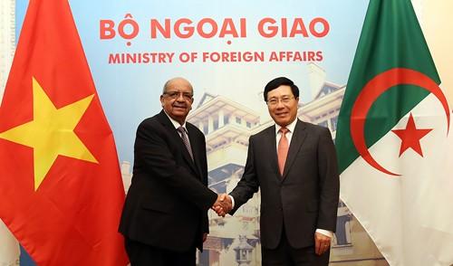 Phó Thủ tướng, Bộ trưởng Ngoại giao Phạm Bình Minh hội đàm với Bộ trưởng Ngoại giao Algeria. Ảnh: VGP