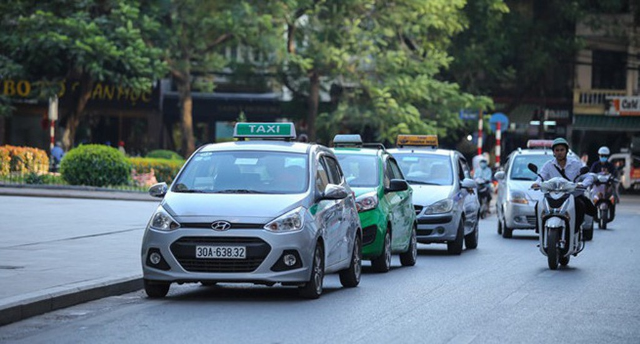 Các hiệp hội taxi đã kiến nghị Chính phủ nên cho tạm dừng thí điểm Grab...