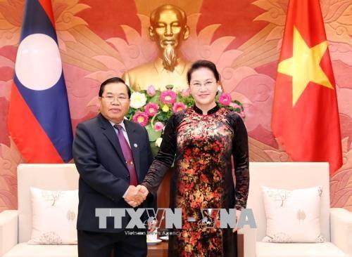 Chủ tịch Quốc hội Nguyễn Thị Kim Ngân và Phó Chủ tịch Quốc hội Lào Sengnouane Xayalat. Ảnh: TTXVN