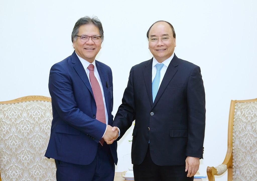 Thủ tướng Nguyễn Xuân Phúc cùng ông Dato Sri Idris Jala, Tổng Giám đốc kiêm Chủ tịch Hội đồng quản trị PEMANDU. Ảnh: VGP
