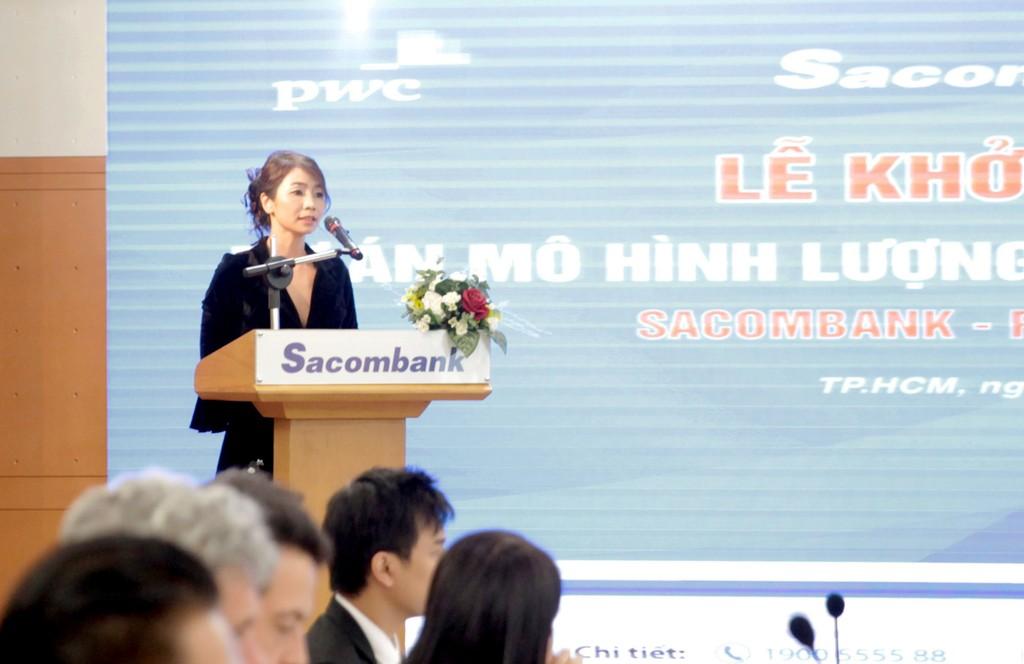 Bà Trần Thị Phương Hồng, Phó TGĐ CMC SISG phát biểu tại buổi lễ