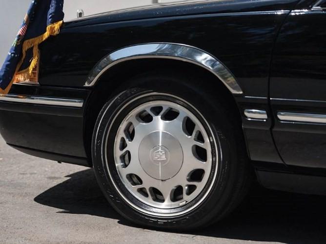 """Đấu giá """"hàng nhái"""" Cadillac One của Tổng thống chỉ từ 232 triệu đồng - ảnh 6"""