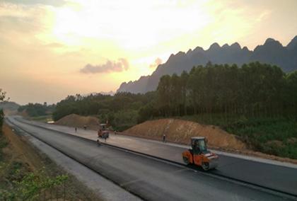 Thi công gói BTN.2-CT tại Km78+775-Km78+905 của Cao tốc Bắc Giang – Lạng Sơn