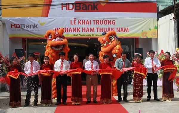 Cắt băng khai trương HDBank Hàm Thuận Nam