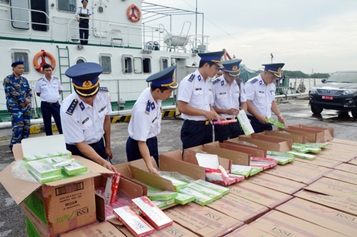 67.500 bao thuốc lá lậu bị thu giữ trên biển. Ảnh: CBS