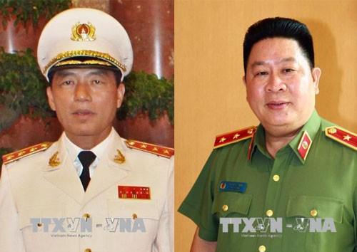 Chủ tịch nước Trần Đại Quang đã ký các quyết định giáng cấp bậc hàm cấp tướng Công an nhân dân đối với ông Trần Việt Tân (ảnh trái) và ông Bùi Văn Thành (ảnh phải).