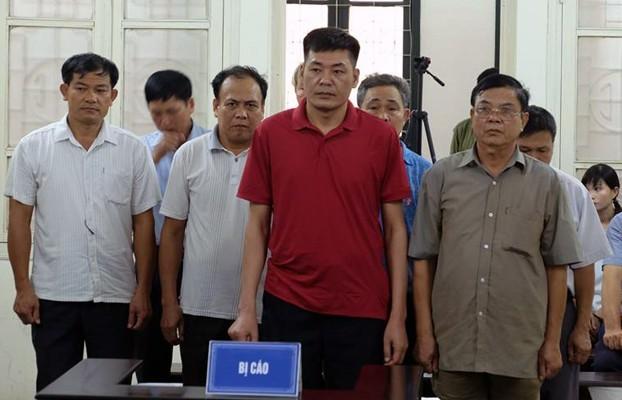 Các bị cáo tại phiên xử sáng 10/8.