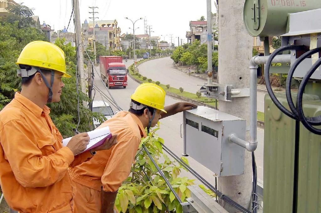 Chưa điều chỉnh giá điện và giá một số dịch vụ công để ổn định vĩ mô, kiểm soát lạm phát. Ảnh: Tường Lâm