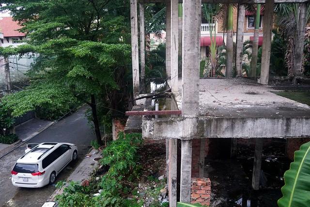 Cận cảnh nhem nhuốc của khu biệt thự bị bỏ hoang gần 10 năm giữa lòng Sài Gòn - ảnh 5