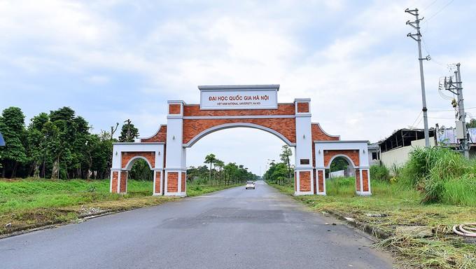 Dự án đầu tư xây dựng Đại học Quốc gia Hà Nội tại Hòa Lạc (Thạch Thất, Hà Nội) được Chính phủ phê duyệt năm 2002 với mục tiêu chính là xây dựng khu đô thị đại học hiện đại, tiên tiến bậc nhất Ðông Nam Á. Đây cũng sẽ là khu đô thị đại học liên hoàn thống n