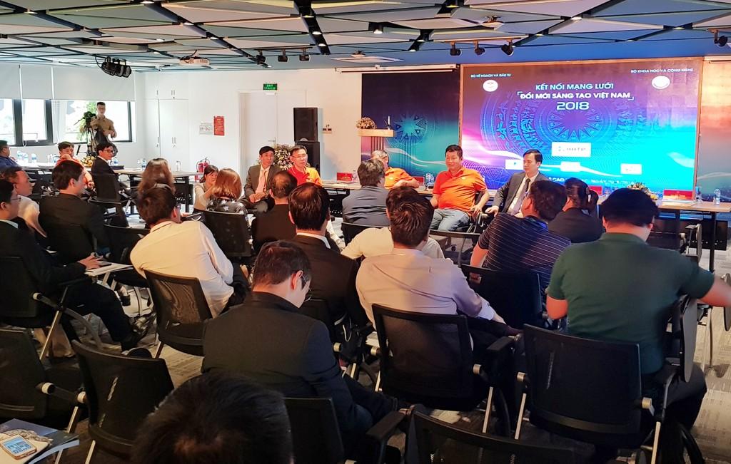 Quang cảnh buổi làm việc giữa 100 chuyên gia các nhà khoa học, công nghệ trẻ tiêu biểu Việt Nam ở nước ngoài và các DN công nghệ hàng đầu. Ảnh: Nguyệt Minh