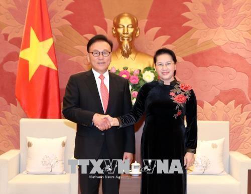 Chủ tịch Quốc hội Nguyễn Thị Kim Ngân tiếp Tổng Lãnh sự Danh dự Việt Nam tại khu vực Busan - Kyeongnam, Hàn Quốc, ông Park Soo Kwan.