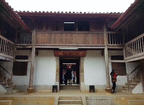Dinh thự họ Vương tại xã Sà Phìn (Đồng Văn, Hà Giang).