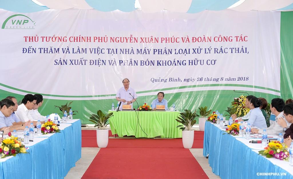Thủ tướng Nguyễn Xuân Phúc thăm Dự án nhà máy phân loại xử lý rác thải, sản xuất biogas và phân bón khoáng hữu cơ trên địa bàn huyện Bố Trạch, tỉnh Quảng Bình - Ảnh: VGP