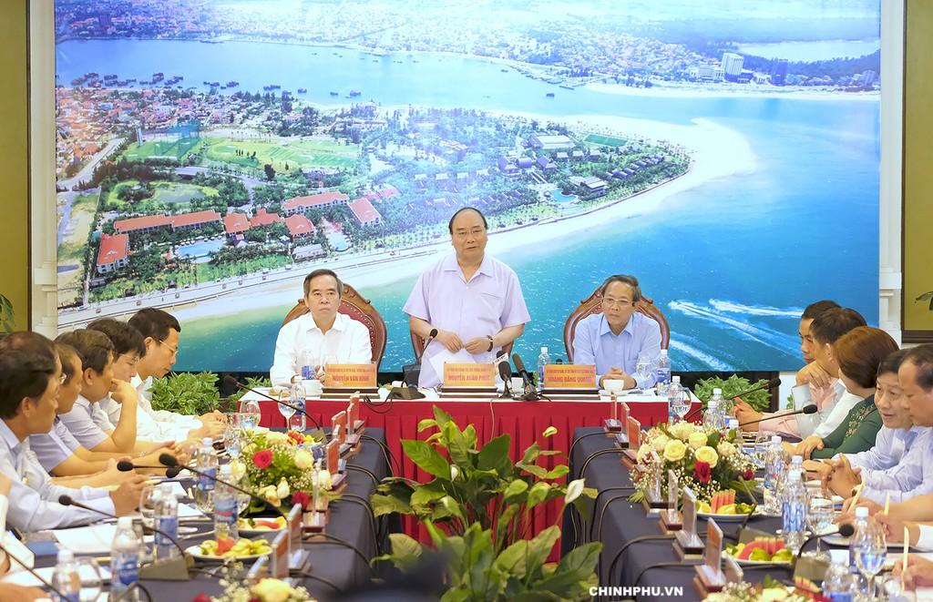 Thủ tướng Nguyễn Xuân Phúc làm việc với lãnh đạo chủ chốt tỉnh Quảng Bình. Ảnh: VGP