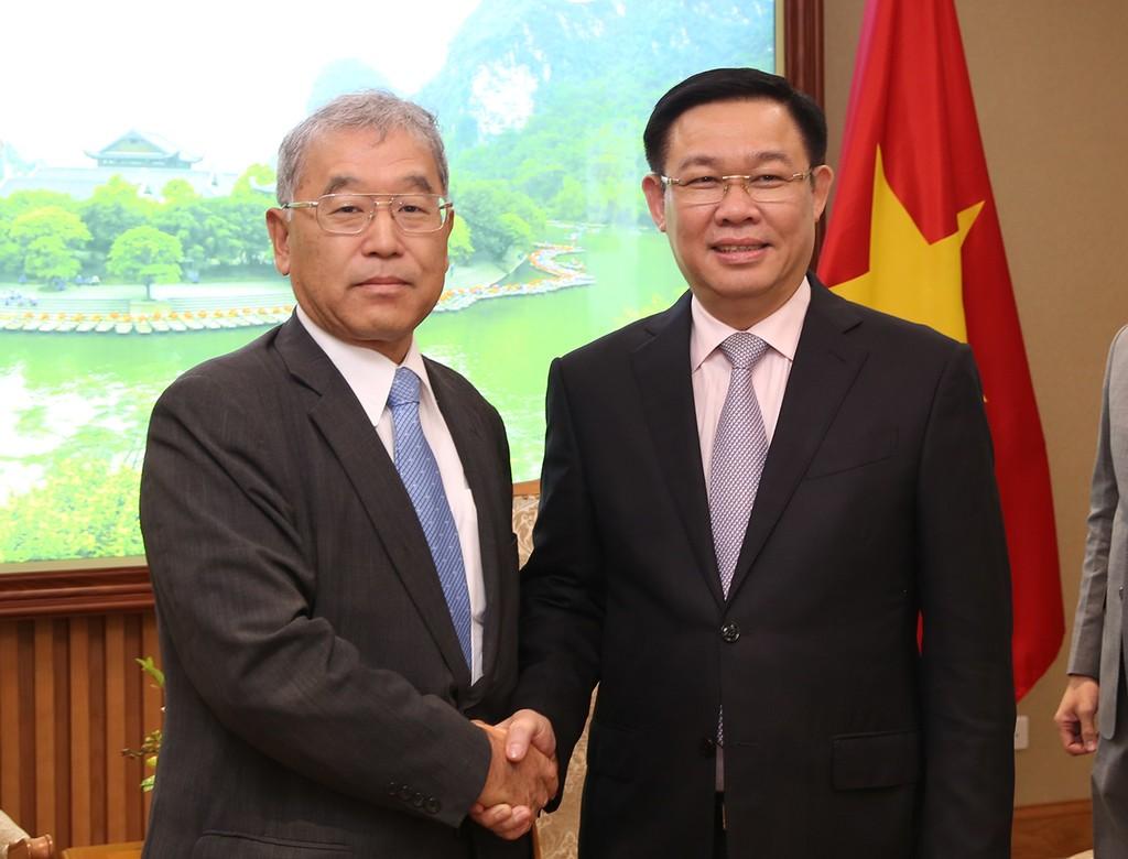 Phó Thủ tướng Vương Đình Huệ tiếp Phó Chủ tịch điều hành Tập đoàn Mitsubishi Hiroshi Sakuma. Ảnh: VGP