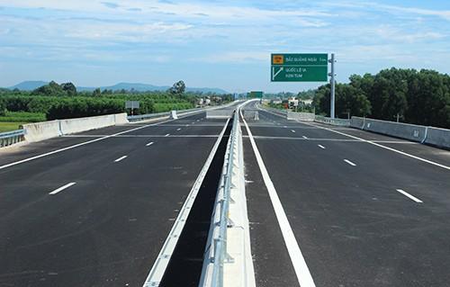 Cao tốc Đà Nẵng - Quảng Ngãi.