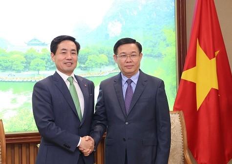 Phó Thủ tướng Vương Đình Huệ tiếp Chủ tịch kiêm Tổng Giám đốc Công ty tài chính Lotte Card Kim Chang Kwon - Ảnh: VGP