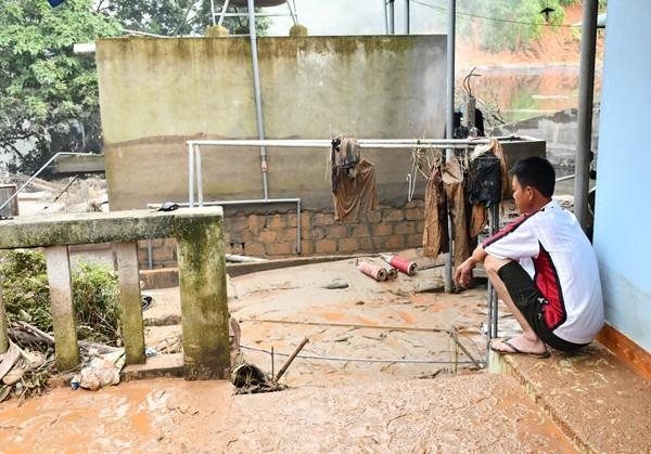 Vỡ đập chứa nhà máy DAP số 2 Lào Cai: Hỗ trợ mỗi hộ dân 5 triệu đồng - ảnh 1