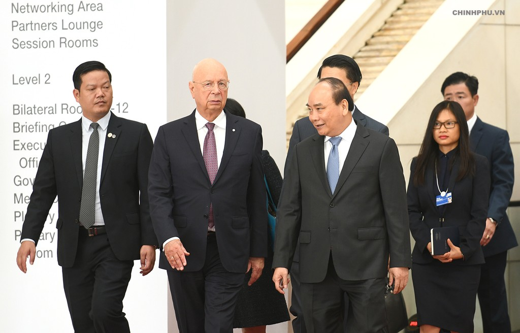 Thủ tướng tiếp Chủ tịch điều hành WEF. Ảnh: VGP