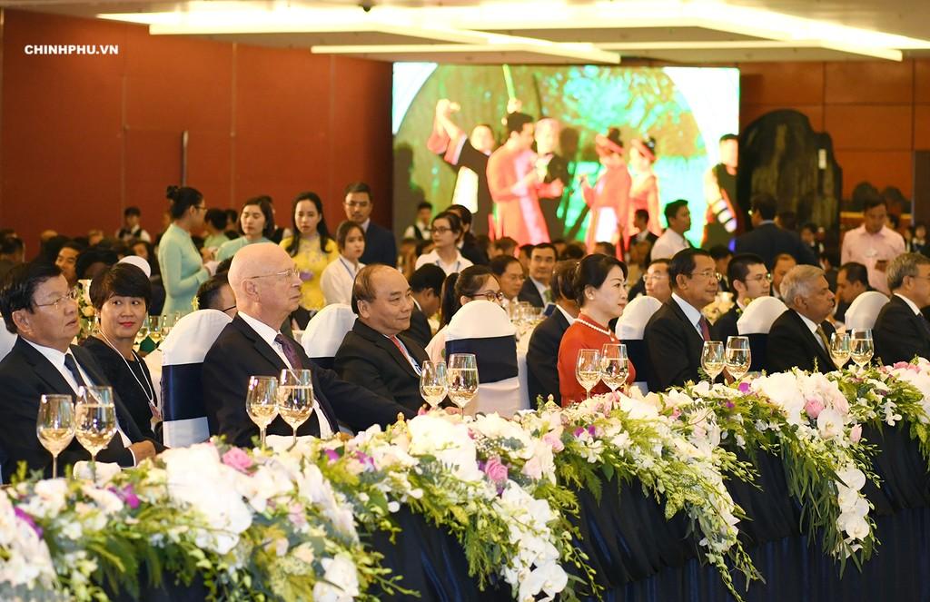 Thủ tướng Nguyễn Xuân Phúc và Phu nhân chủ trì Dạ hội Quảng bá văn hóa Việt Nam. Ảnh: VGP
