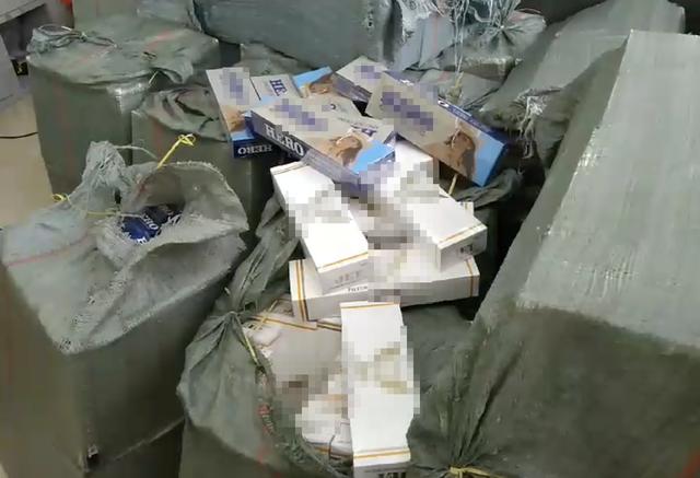 TPHCM: Vứt cả ô tô thuốc lá lậu để chạy trốn đoàn kiểm tra - ảnh 1
