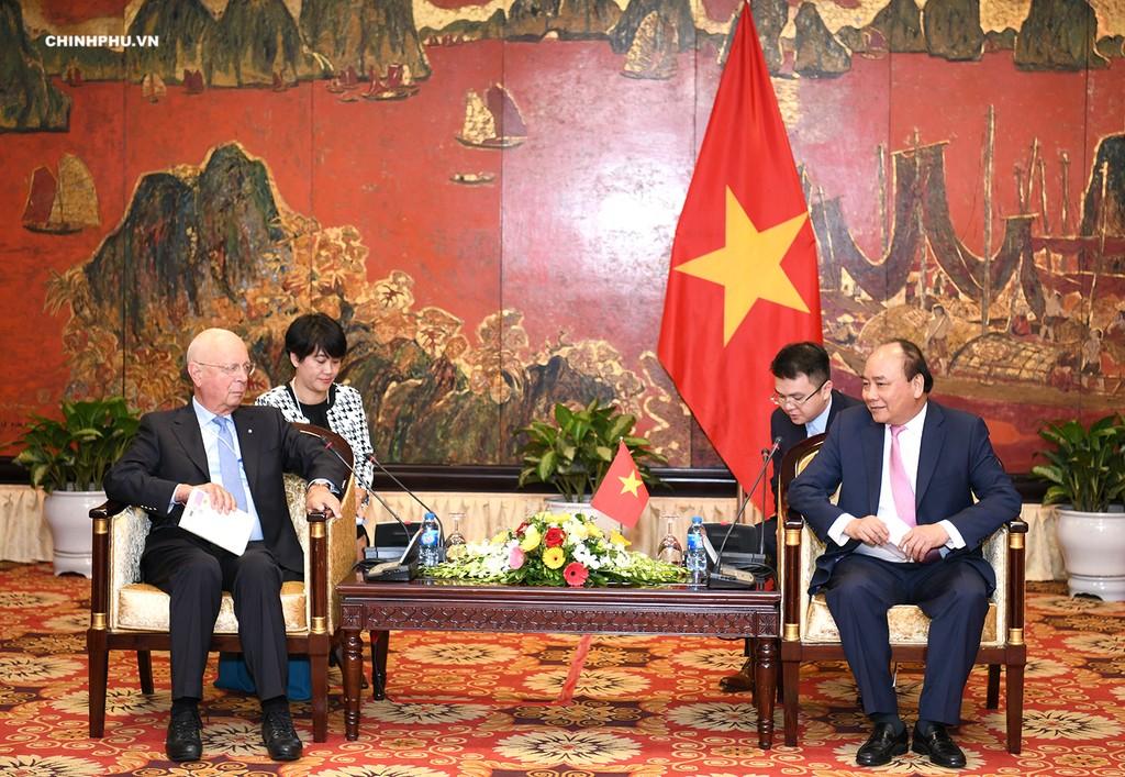 Thủ tướng Nguyễn Xuân Phúc tiếp GS. Klaus Schwab, người sáng lập - Chủ tịch điều hành Diễn đàn Kinh tế thế giới (WEF). Ảnh: VGP