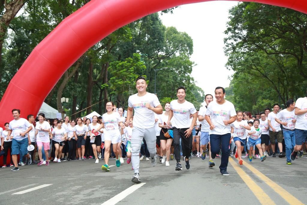 """Gần 1.300 vận động viên hưởng ứng tham gia giải chạy """"Gia đình chạy vì tương lai - SeABank Run For The Future"""""""