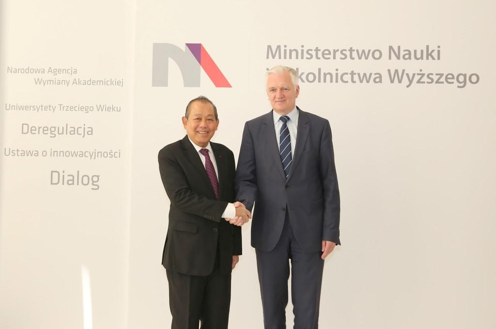 Phó Thủ tướng Thường trực Trương Hòa Bình và Phó Thủ tướng kiêm Bộ trưởng Bộ Khoa học và Giáo dục Đại học Ba Lan Jaroslaw Gowin - Ảnh: VGP