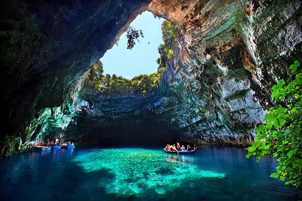 Quảng Bình đẩy mạnh phát triển du lịch, giữ gìn và phát huy các di sản văn hóa và tự nhiên