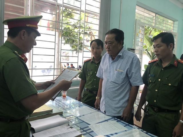 Cơ quan điều tra tống đạt lệnh bắt tạm giam ông Trần Hữu Thọ.
