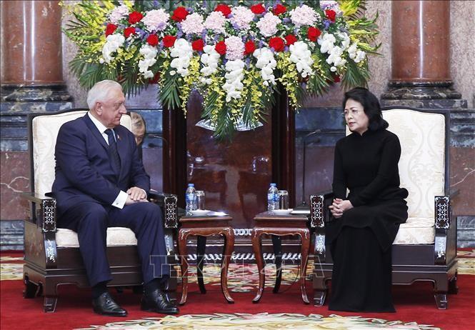 Quyền Chủ tịch nước Đặng Thị Ngọc Thịnh tiếp Chủ tịch Thượng viện Cộng hòa Belarus Mikhail Myasnikovich. Ảnh: TTXVN