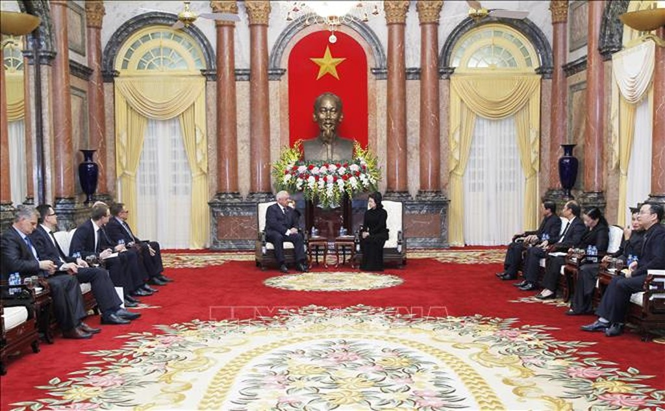 Quyền Chủ tịch nước Đặng Thị Ngọc Thịnh tiếp Chủ tịch Thượng viện Belarus - ảnh 1