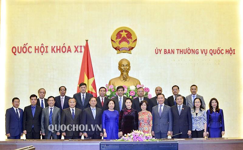 Chủ tịch Quốc hội và các Trưởng cơ quan đại diện Việt Nam ở nước ngoài.