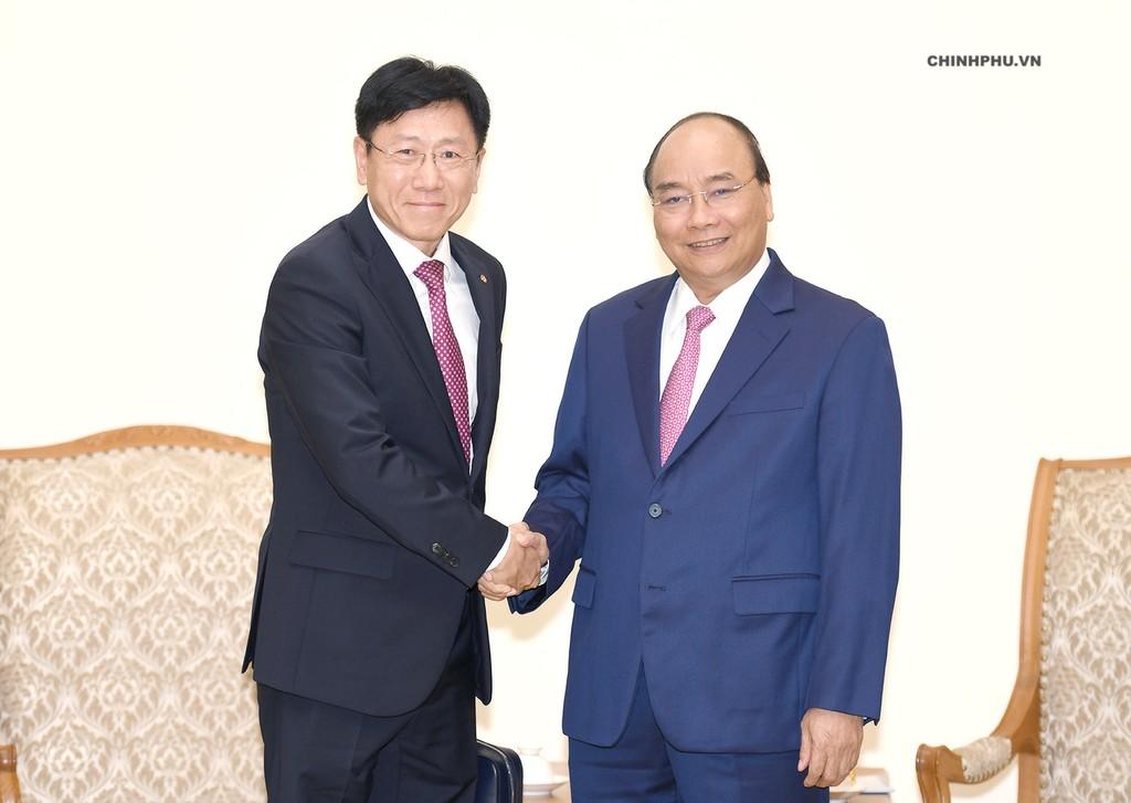 Thủ tướng Nguyễn Xuân Phúc tiếp ông Youn Chul Kim, Chủ tịch Công ty Hanwha Techwin (Hàn Quốc). Ảnh: VGP