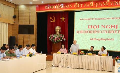 Tổng Bí thư Nguyễn Phú Trọng tiếp xúc cử tri trước kỳ họp Quốc hội. Ảnh: TTXVN