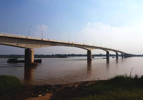 Cầu Văn Lang dài 1,5 km chưa kể đường dẫn hai bên đầu cầu.