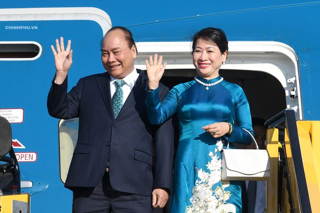 Thủ tướng Nguyễn Xuân Phúc và Phu nhân đến sân bay quốc tế Vienna, bắt đầu chuyến thăm chính thức Cộng hòa Áo. Ảnh VGP
