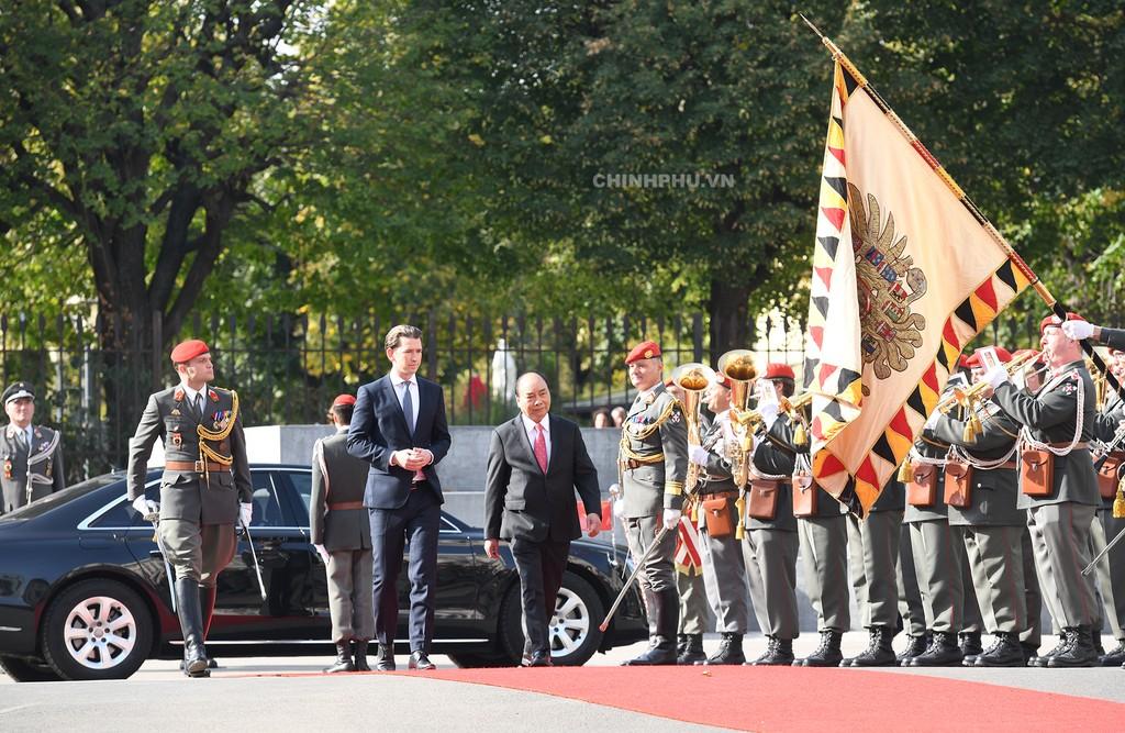 Chùm ảnh: Thủ tướng Cộng hòa Áo đón và hội đàm với Thủ tướng Nguyễn Xuân Phúc - ảnh 2